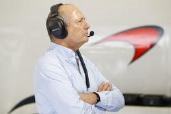 Ron Dennis, McLaren-Geschäftsführer, in der Box