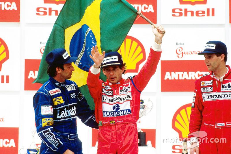 Podium : le vainqueur Ayrton Senna, McLaren, le deuxième Riccardo Patrese, Williams, et le troisième Gerhard Berger, McLaren