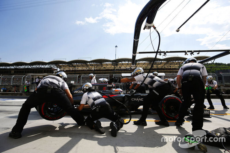 Alonso, obligado a un cambio de motor prematuro en Hungría
