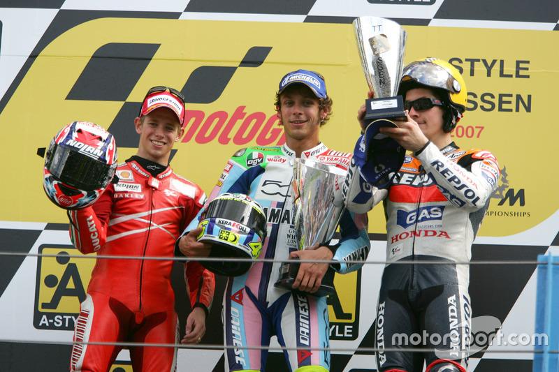 Podio: 1º Valentino Rossi, 2º Casey Stoner, 3º Nicky Hayden