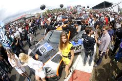 Grid girl of #7 Aston Martin Racing, Aston Martin GT3 Vantage: Nicki Thiim, Darren Turner, Marco Sorensen, Pedro Lamy