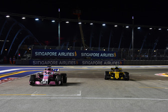 Sergio Perez, Racing Point Force India VJM11 e Carlos Sainz Jr., Renault Sport F1 Team R.S. 18, in griglia di partenza