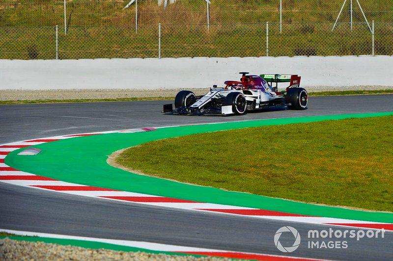 La secuencia de imágenes de la salida de pista de Kimi Raikkonen con el Alfa Romeo