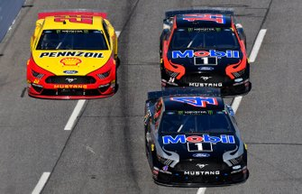 Kevin Harvick, Stewart-Haas Racing, Ford Mustang Mobil 1, Joey Logano, Team Penske, Ford Mustang Shell Pennzoil, Clint Bowyer, Stewart-Haas Racing, Ford Mustang Mobil 1 / Rush Truck Centers