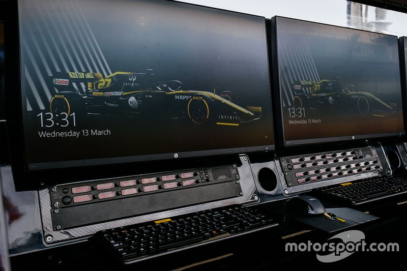 Detalle del pórtico del foso del Renault F1 Team