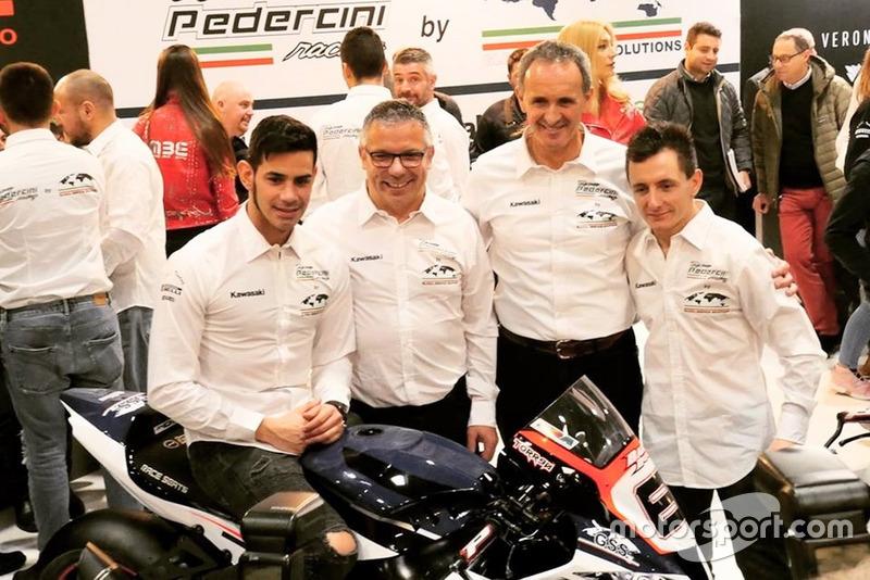 Ayrton Badovini, Jordi Torres, con i membri del team Pedercini Racing