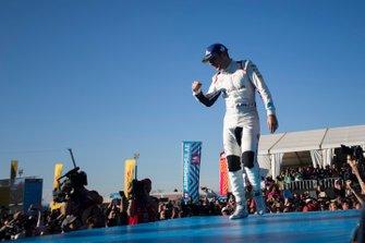 Robin Frijns, Envision Virgin Racing, segundo, en el podio