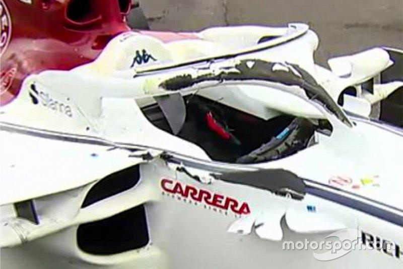 Las marcas de neumático en el Halo de Charles Leclerc y el chasis de Sauber