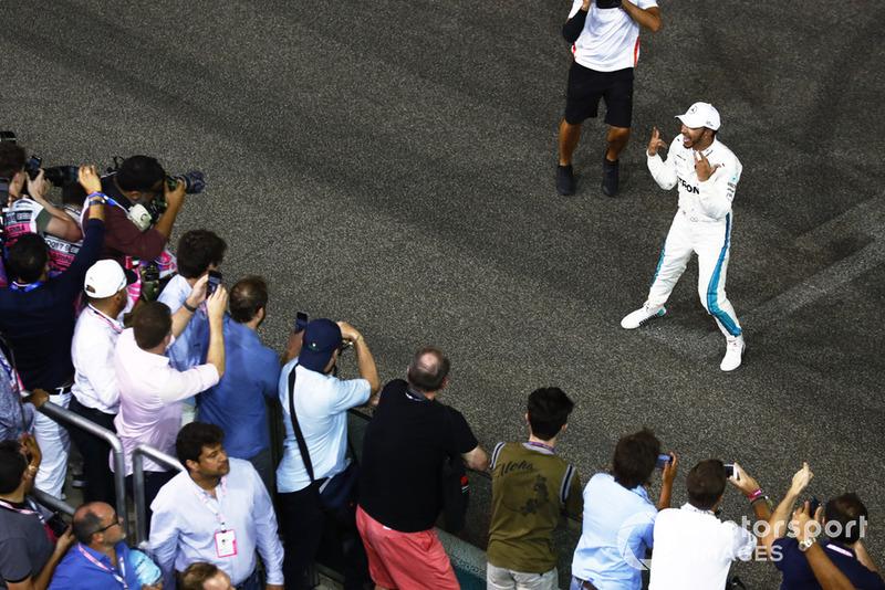 Lewis Hamilton, Mercedes AMG F1 W09 EQ Power+, fête sa victoire