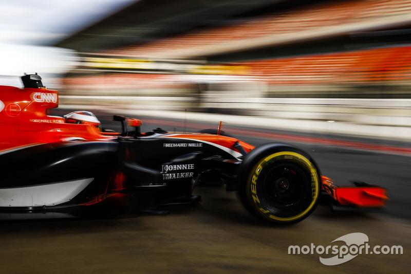 Stoffel Vandoorne, McLaren MCL32, sale del garaje