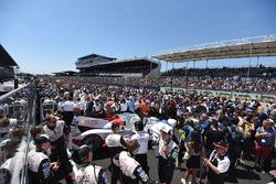 #8 Toyota Gazoo Racing Toyota TS050 Hybrid: Anthony Davidson, Sébastien Buemi, Kazuki Nakajima with the crowd