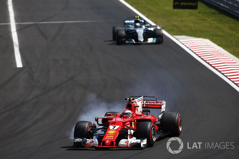 Kimi Raikkonen, Ferrari SF70H,  Valtteri Bottas, Mercedes AMG F1 W08