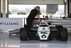 Martin Brundle im Cockpit Williams FW08 mit 6 Rädern