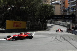 Кімі Райкконен, Ferrari SF70-H попереду Себастьяна Феттеля, Ferrari SF70-H