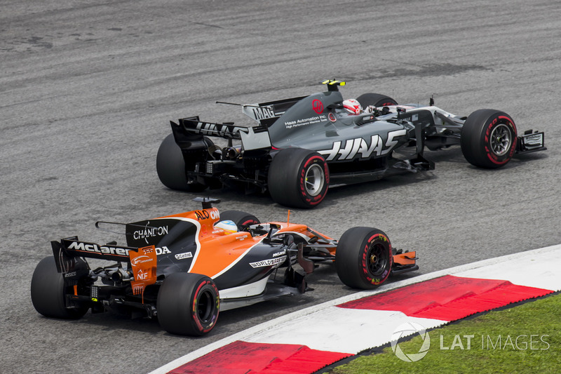 Кевін Магнуссен, Haas F1 Team VF-17, Фернандо Алонсо, McLaren MCL32