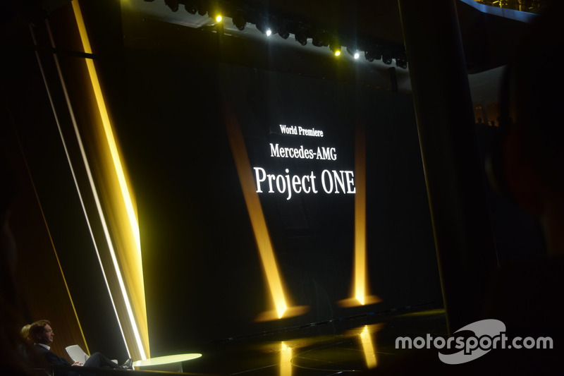 Презентація Mercedes-AMG Project One