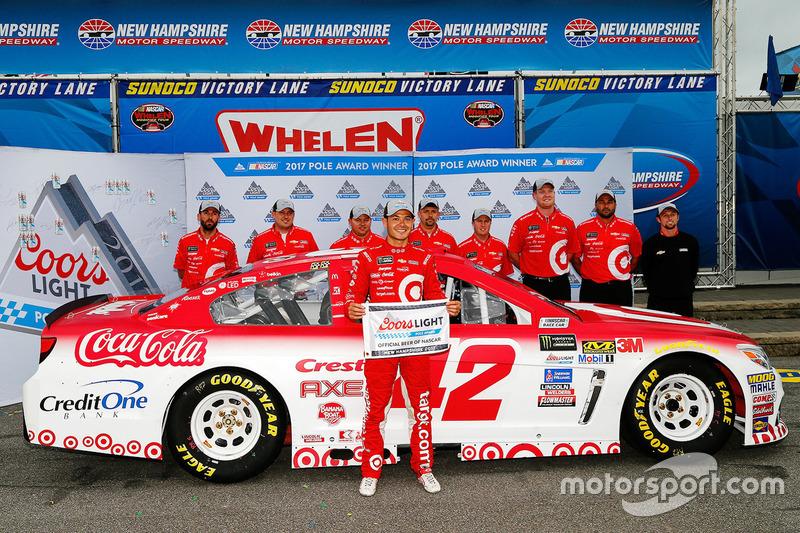 Ganador de la pole Kyle Larson, Chip Ganassi Racing Chevrolet