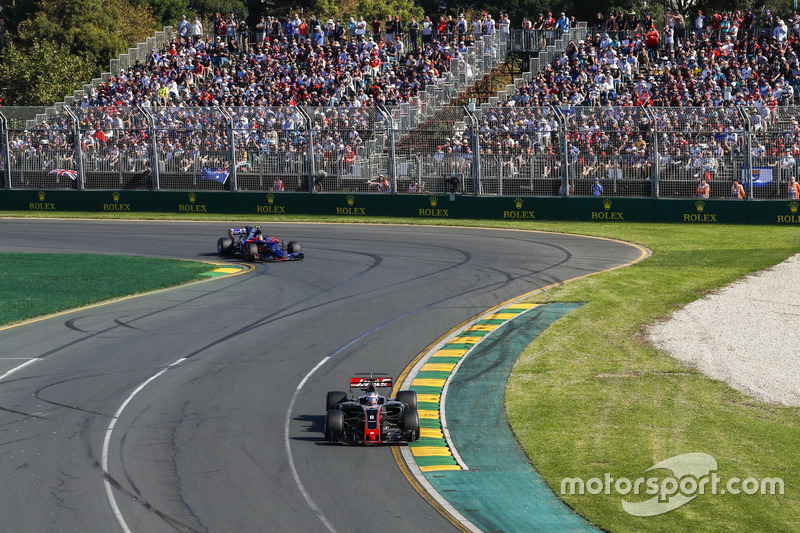 Romain Grosjean, Haas F1 Team VF-17; Daniil Kvyat, Scuderia Toro Rosso STR12