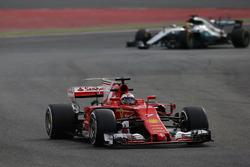 Kimi Räikkönen, Ferrari; Lewis Hamilton, Mercedes AMG F1 W08