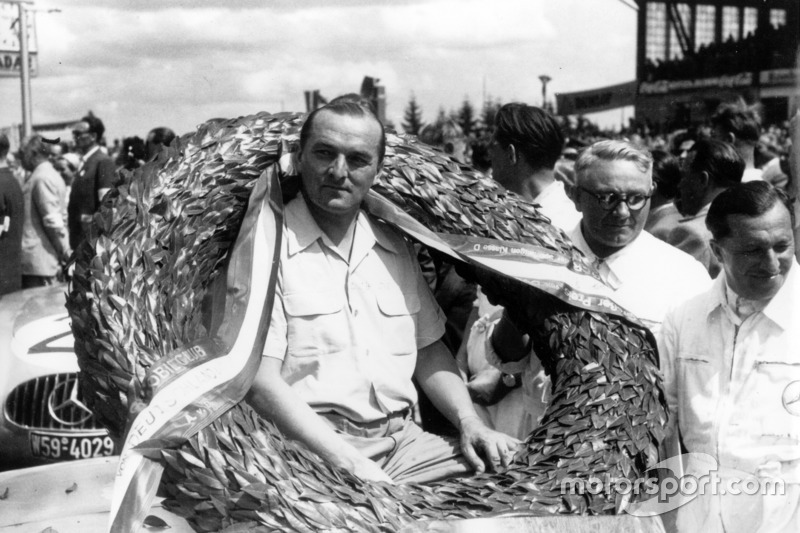 Race winner Hermann Lang, Mercedes