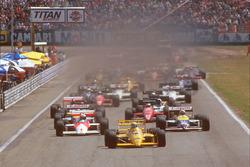 Старт: лидирует Айртон Сенна, Team Lotus Honda 99T