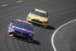 Denny Hamlin, Joe Gibbs Racing, Toyota; Matt DiBenedetto, Go Fas Racing, Ford