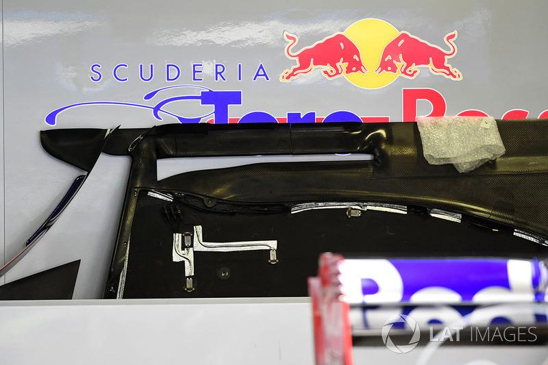 Scuderia Toro Rosso STR12 detalle de piso