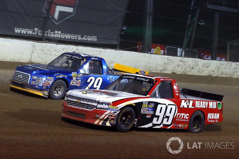 Ty Dillon, MDM Motorsports Chevrolet y Chase Briscoe, Brad Keselowski Racing Ford