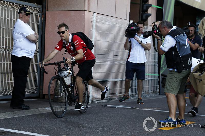 Себастьян Феттель, Ferrari, на велосипеді