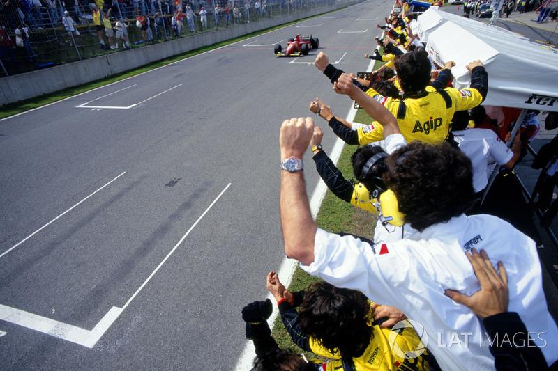 Победитель гонки Жан Алези, Ferrari 412T2