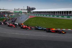Max Verstappen, Red Bull Racing RB13 y Valtteri Bottas, Mercedes-Benz F1 W08