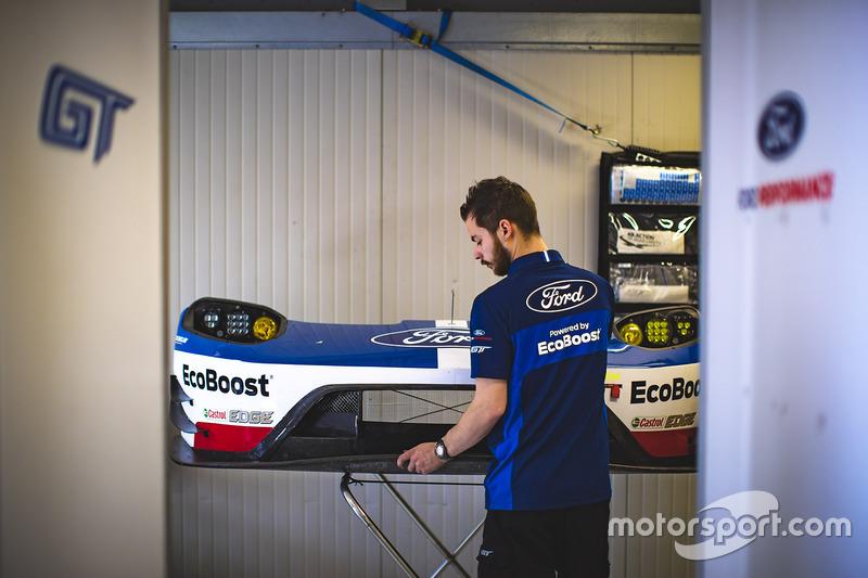 Ford Chip Ganassi Racing mechanic