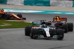 Valtteri Bottas, Mercedes AMG F1 W08, Daniel Ricciardo, Red Bull Racing RB13, Stoffel Vandoorne, McLaren MCL32