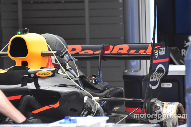Red Bull Racing RB13, rear