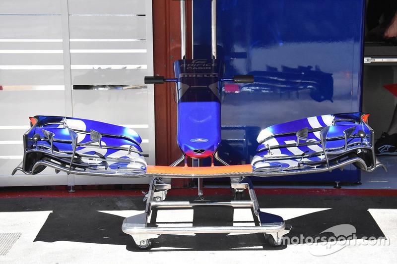 Переднее антикрыло Scuderia Toro Rosso STR12