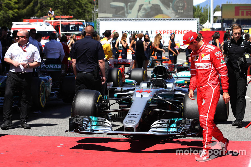Sebastian Vettel, Ferrari, checks out the car of Lewis Hamilton, Mercedes AMG F1 W08, in Parc Ferme