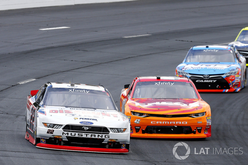 Brad Keselowski, Team Penske Ford, Kyle Larson, Chip Ganassi Racing Chevrolet