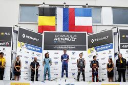Podio: il vincitore della gara Robert Shwartzman, Josef Kaufmann Racing, Max Defourny, R-ace GP, Sacha Fenestraz, Josef Kaufmann Racing, Dan Ticktum, Arden Motosport