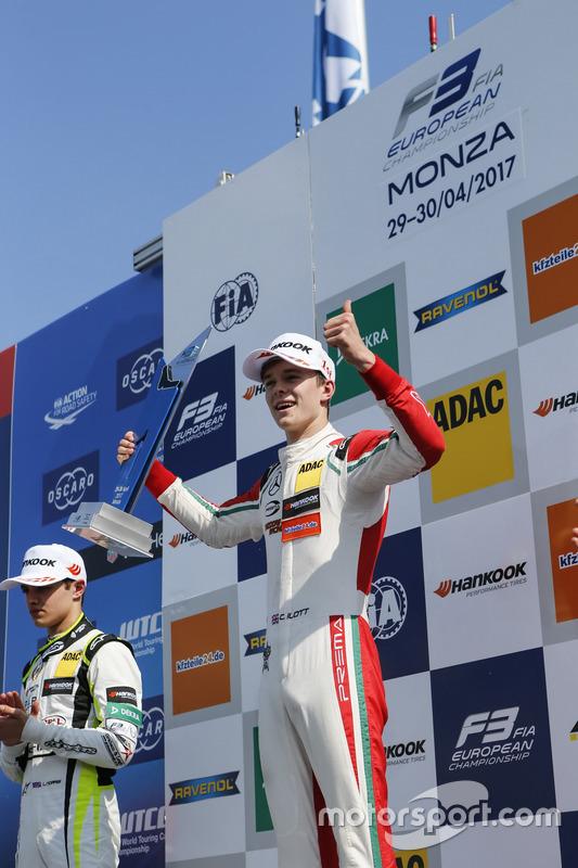 Podium: Race winner Callum Ilott, Prema Powerteam, Dallara F317 - Mercedes-Benz