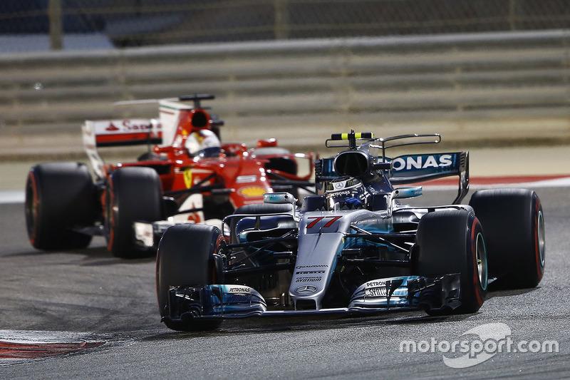 Valtteri Bottas, Mercedes AMG F1 W08, leads Sebastian Vettel, Ferrari SF70H