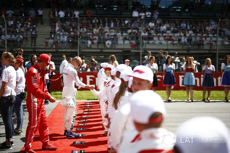 Sebastian Vettel, Ferrari, y Valtteri Bottas, Mercedes AMG F1