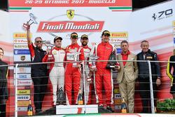 Podium European Challenge: Ganador, #11 Formula Racing Ferrari 488: Nicklas Nielsen, segundo, #8 Octane 126 Ferrari 488: Fabio Leimer, tercero, #1 Octane 126 Ferrari 488: Bjorn Grossmann