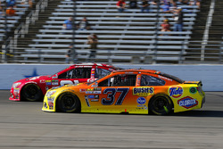 Chris Buescher, JTG Daugherty Racing Chevrolet, Ryan Newman, Richard Childress Racing Chevrolet