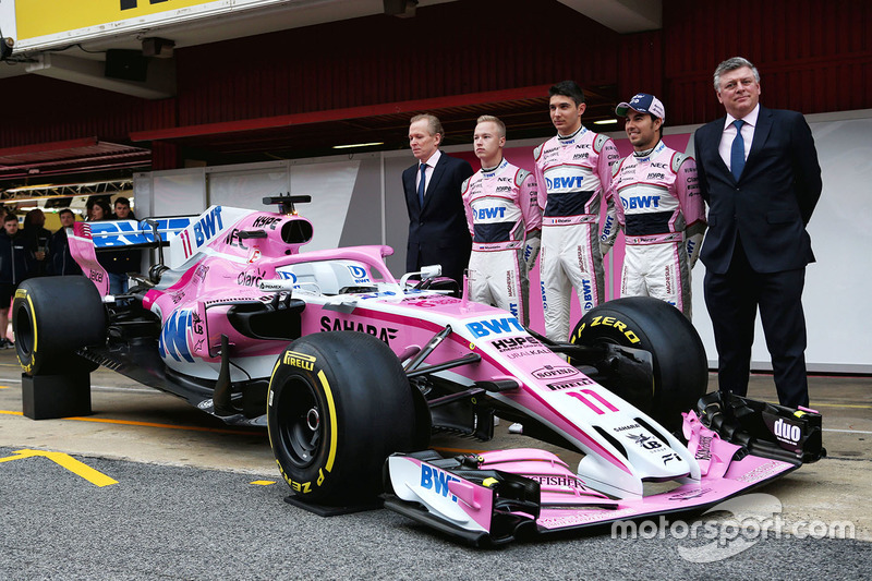 Andrew Green, director técnico de Sahara Force India F1, Nikita Mazepin, Sahara Force India F1, Esteban Ocon, Sahara Force India F1, Sergio Perez, Sahara Force India y Otmar Szafnauer, COO de Sahara Force India Formula One Team
