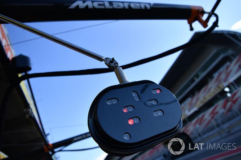 Огни пит-стопа McLaren