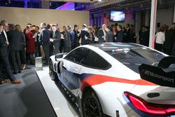Автомобиль BMW M8 GTE