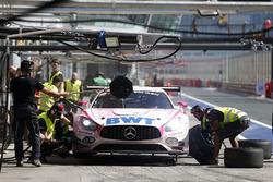 Pit stop, #25 HTP Motorsport Mercedes-AMG GT3: Alexander Hrachowina, Indy Dontje, Bernd Schneider, Martin Konrad, Brice Bosi