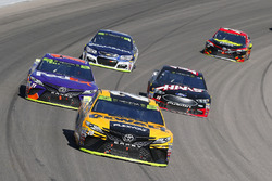 Matt Kenseth, Joe Gibbs Racing Toyota, Denny Hamlin, Joe Gibbs Racing Toyota and Clint Bowyer, Stewart-Haas Racing Ford