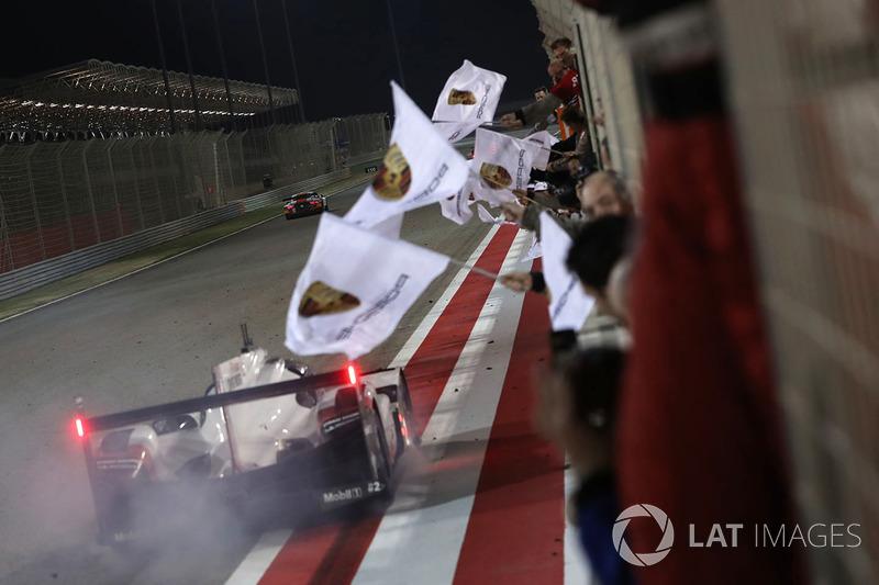 Segundo lugar #2 Porsche Team Porsche 919 Hybrid: Timo Bernhard, Earl Bamber, Brendon Hartley