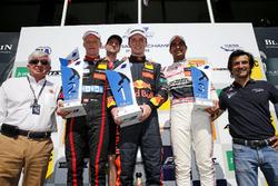 Podium: Race winnaar Dan Ticktum, Motopark Dallara F317 - Volkswagen, tweede Fabio Scherer, Motopark Dallara F317 - Volkswagen, derde Jehan Daruvala, Carlin Dallara F317 - Volkswagen